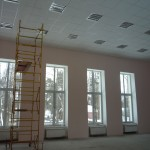 Актовый зал в процессе косметического ремонта