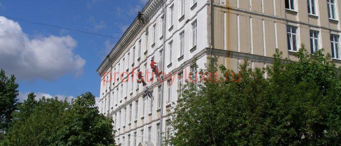 Косметический ремонт фасада методом промышленного альпинизма